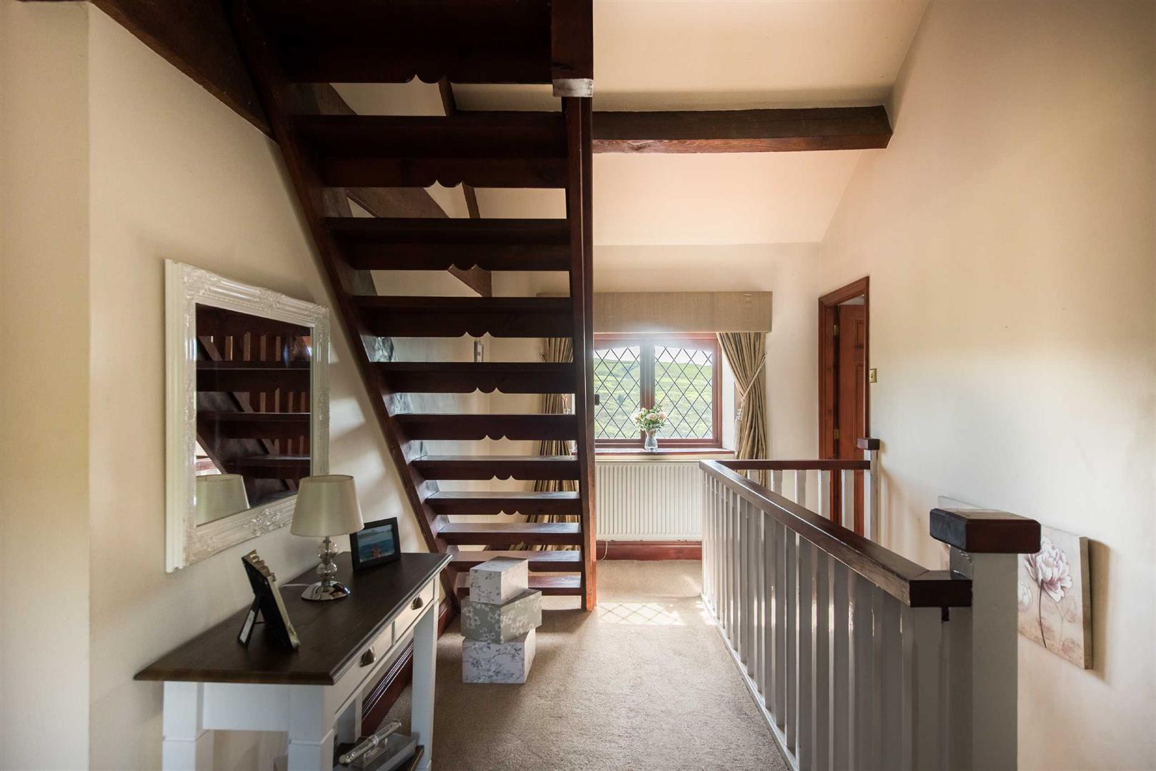5 Bedroom Link Detached House For Sale - Image 12